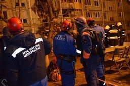 Спасатели МЧС России обследовали уцелевшие подъезды жилого дома в Волгограде, в котором произошёл взрыв газа