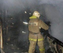 Загорание хозяйственной постройки на переулке Санитарном ликвидировали хабаровские огнеборцы