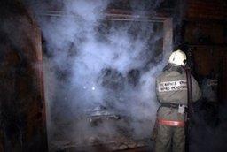 Хабаровские пожарные принимали участие в тушении пожара в хозяйственной постройке по улице Камчатской