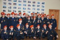 В хабаровской школе МЧС накануне Дня спасателя погоны кадетов вручили ученикам пятых классов