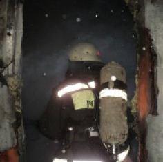 В Комсомольске причиной вызова пожарных стало загорание в железном вагончике-бытовке