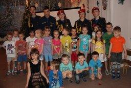 Кадеты школы МЧС провели занятие по новогодней безопасности для воспитанников детского сада № 5 города Хабаровска