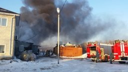Пожарно-спасательные подразделения локализовали пожар на складе ГСМ в Хабаровске