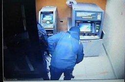 В Комсомольске-на-Амуре полицейские и сотрудники регионального управления ФСБ задержали двух безработных, которые пытались разобрать банкомат