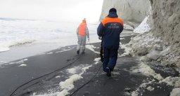 На Курилах спасатели эвакуировали женщину, ставшую пленницей скал