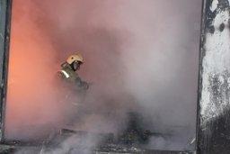 В городе Вяземский огнеборцы ликвидировали пожар в деревянном доме