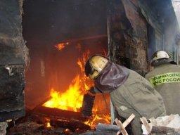 Хабаровские огнеборцы ликвидировали загорание деревянного строения по улице Краснодарской