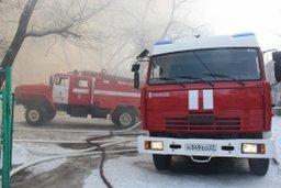 Огнеборцы ликвидировали пожар в частном деревянном доме на улице Ставропольской в Хабаровске