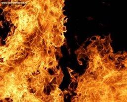 Хабаровские огнеборцы ликвидируют пожар в продуктовом павильоне