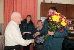 Хабаровские спасатели поздравили ветерана пожарной охраны с девяностолетием
