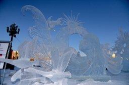 В Хабаровске демонтируют зимний городок на площади Ленина