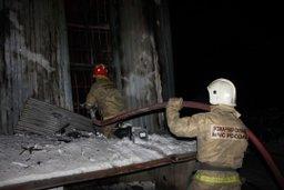 Огнеборцы ликвидировали пожар на улице Прибрежной в Хабаровске