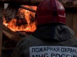 В Хабаровске пожарно-спасательные подразделения ликвидировали загорание строительного вагончика