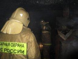 В Хабаровске пожарные ликвидировали пожар в частной деревянной бане