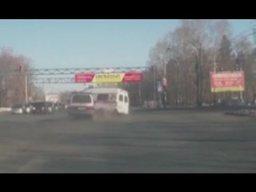 В Хабаровске микроавтобус на скорости врезался в реанимобиль с пациентом