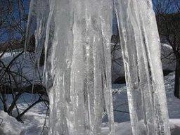 Предупреждение о возможности возникновения происшествий, связанных со сходом снежных масс и сосулек с крыш