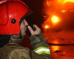 Хабаровские огнеборцы ночью тушили частный дом и баню