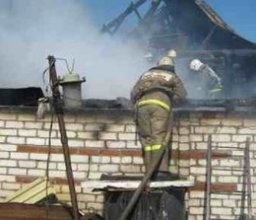 Комсомольские пожарные привлекались на тушение крыши жилого дома в поселке Новый Мир