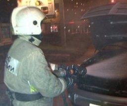 Ночью пожарные тушили легковой автомобиль в Хабаровске