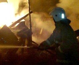 Причиной вызова пожарных расчетов на улицу Революции в Хабаровске стало загорание в деревянном доме