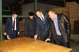 Депутаты краевого парламента посетили Хабаровский завод промышленного и гражданского домостроения
