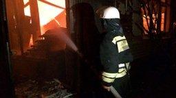 Ночью в Амурске пожарные тушили частное подворье