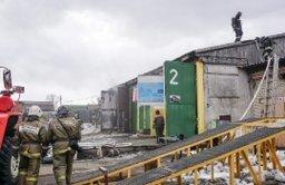 Комсомольские пожарные тушили загорание в ремонтном боксе по улице Базовой