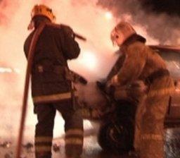 Ночью пожарные подразделения привлекались на тушение автомобиля по улице Аэродромной