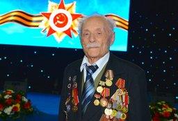«наменитому лЄтчику, ветерану четырех воин Ћьву Ћиповичу исполнилось 99 лет
