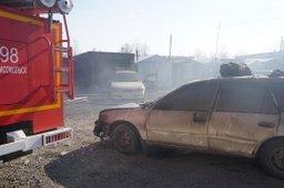 Около часа потребовалось комсомольским огнеборцам для ликвидации пожара в гаражном кооперативе