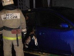 Амурские огнеборцы ночью тушили легковой автомобиль