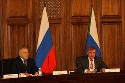 Руководители фракций политических партий, представленных в Законодательной Думе Хабаровского края, задали вопросы губернатору региона