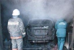 Комсомольские огнеборцы тушили частный гараж в поселке Менделеево