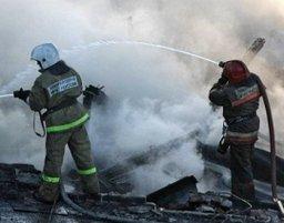 Загорание стены частного дома по улице Чернореченской тушили два пожарных расчета