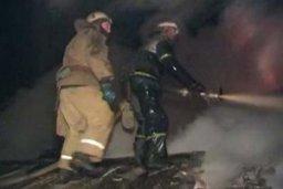 Ночью хабаровские огнеборцы тушили дачный дом в садовом обществе Осинка