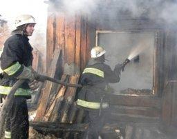 Пожар на летней кухне ликвидировали комсомольские огнеборцы