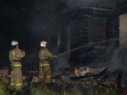 Деревянный сарай на улице Краснореченской тушили Хабаровские огнеборцы
