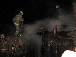 Причиной вызова пожарных на улицу Лесную в Комсомольске стало загорание хозяйственных построек