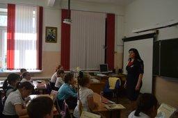 Уроки безопасности проводят в школах Госавтоинспекторы района имени Лазо