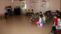 Госавтоинспекторы Нанайского района рассказали воспитанникам детского сада о правилах безопасного поведения на дорогах