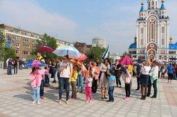 На площади «Город воинской славы» состоялся молодежный флэшмоб «Я люблю Хабаровск!