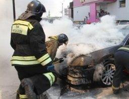 Утром хабаровские огнеборцы тушили горящий автомобиль на Павленко