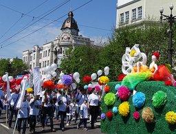 Роботы, супергерои и танцующие коровы прошли по улицам Хабаровска