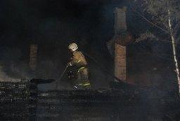 Дачный дом тушили комсомольские огнеборцы в Четвертых садах ЗЛК