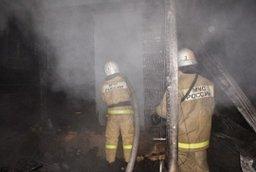 Крышу частного дома тушили огнеборцы в поселке Матвеевка Хабаровского района