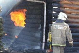 Деревянную баню тушили огнеборцы на улице Тургенева в Хабаровске
