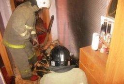 Домашние вещи в квартире тушили хабаровские пожарные в доме по переулку Отрадному