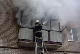 Загорание домашних вещей на балконе жилого дома по улице Юбилейной в Комсомольске тушили три пожарных расчета