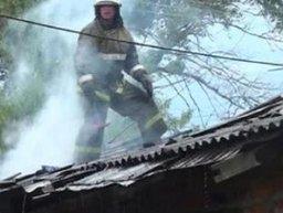 Тушение загорания сразу на двух участках проводили комсомольские пожарные в поселке Чкалова
