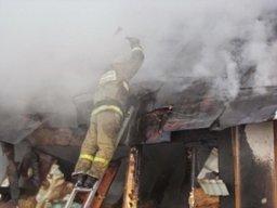 Дачный дом в садовом обществе «Ветеран» тушили комсомольские огнеборцы